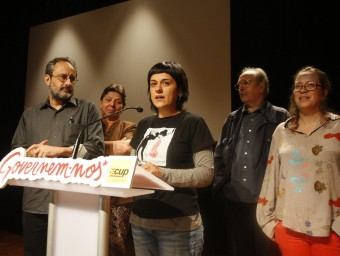 Gabriel, al costat de Baños, i la resta de diputats de la CUP que han sortit escollits a Barcelona ORIOL DURAN