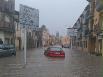L'aigua s'ha acumulat en alguns carrers de Sant Pere Pescador ACN
