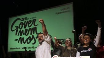Antonio Baños i Anna Gabriel, amb altres membres de la llista de la CUP, celebren els 10 escons aconseguits la nit del 27 de setembre QUIM PUIG