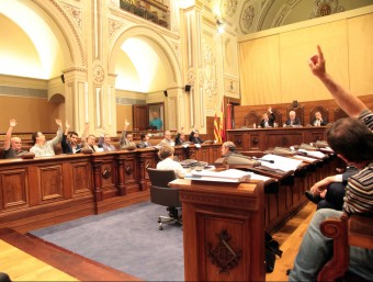 El ple de la Diputació de Tarragona, ahir al matí, en el moment de votar la moció d'adhesió a l'AMI JUDIT FERNÀNDEZ