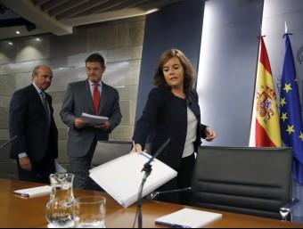 Santamaría, amb els ministres Rafael Catalá i Luis De Guindos, aquest divendres a la roda de premsa posterior al consell de ministres EFE