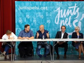 Forcadell, Junqueras, Romeva, Mas i Casals en un reunió de JxSí ARXIU / ANDREU PUIG