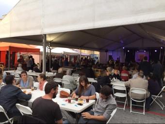 La tercera edició de la fira de cervesa artesana de Vidreres (a la imatge) ha aplegat més de 1.500 persones EL PUNT AVUI