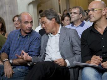 Lluís Llach, Artur Mas i Raül Romeva durant la campanya electoral ALBERT SALAMÉ