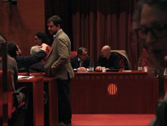 Artur Mas i Raül Romeva, abans de l'arribada de Junqueras i l'inici de la reunió del grup parlamentari de Junts pel Sí ACN