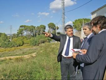 L'alcalde de Valls, amb el delegat del Govern i el secretari d'Infraestructures, ahir J.L.E