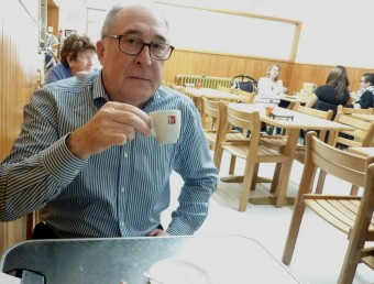 Pere Feliu esmorzant a can Ralita, a Banyoles. R. E