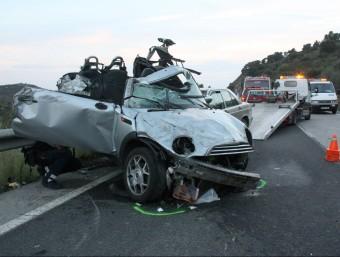 L'estat en que van quedar els dos cotxes que es van veure involucrats en l'accident d'ahir a l'N-260 a Vilajuïga ACN