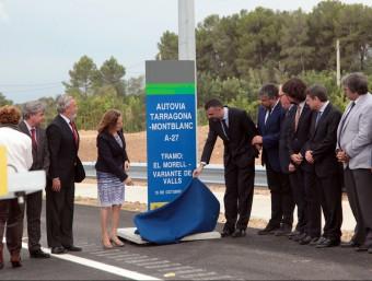 La ministra Ana Pastor i el conseller de Territori i Sostenibilitat, Santi Vila, van fer ahir la inauguració oficial del tram de l'autovia A-27 que uneix Tarragona amb Valls JUDITH FERNÀNDEZ