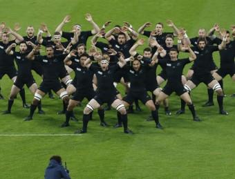 Els jugadors de Nova Zelanda, ballant la seva tradicional 'haka' abans d'un partit de la seva selecció. REUTERS