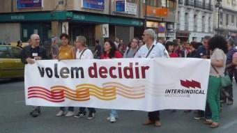 Pancarta de la Intersindical en una manifestació pels carrers de València. EL PUNT AVUI