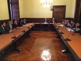 Un moment de la reunió dels grups, aquest dilluns al Parlament EUROPA PRESS