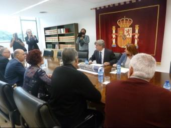 El subdelegat del govern a Tarragona ahir amb els alcaldes afectats pel pas de l'N-340 al Baix Ebre i el Montsià A.P