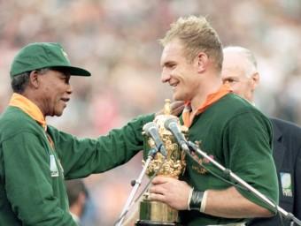 Nelson Mandela, amb François Pienaar, en la final del 1995.