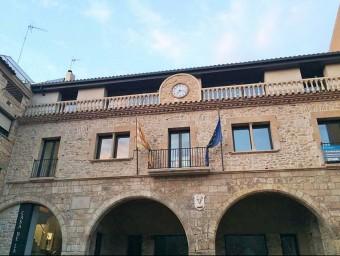 L'edifici de l'ajuntament de Vimbodí i Poblet és medieval i es considera que va ser remodelat a finals del s. XVII EPN