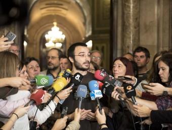 El portaveu de la CUP Albert Botran, en una atenció als mitjans aquest dimecres al Parlament JOSEP LOSADA
