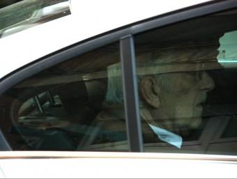 L'extresorer de CDC, Daniel Osàcar, a l'interior del cotxe on ha estat traslladat ACN