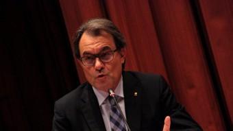 El president de la Generalitat Artur Mas, assetjat per membres de la fiscalia espanyola. ACN