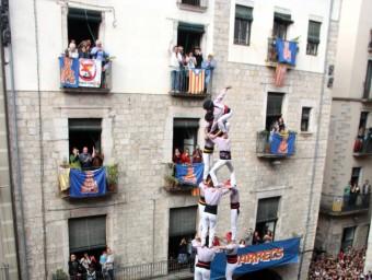 El colossal 3 de 10 que els Minyons de Terrassa van descarregar ahir a la plaça del Vi i el 5 de 8 que van executar els Marrecs de Salt en la diada de les Fires de Girona ACN/ J.C