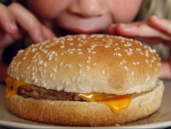 El consum d'hamburgueses pot afavorir l'aparició de Càncers ORIOL DURAN