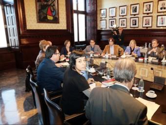 La reunió de la Mesa del Parlament, presidida per Carme Forcadell. En primer terme, Anna Gabriel, de la CUP ANDREU PUIG