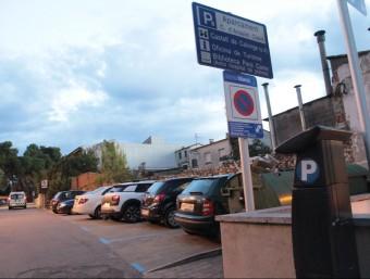 L'aparcament de zona blava annex a la Sala Fontova, al nucli antic de Calonge E.A