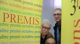 Josep-Ramon Bach (Premi Vicent Andrés Estellés); Ferra García Oliver (Premi Joan Fuster) i Miquel Àngel Estradé (Premi Andròmina) a la terrassa de l'edifici Octubre, a València PRATS