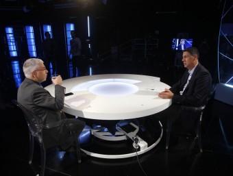 El director d'El Punt Avui, Xevi Xergo, i el líder del PP al Parlament, Xavier García Albiol, en un moment de l'entrevista als estudis d'El Punt Avui TV ORIOL DURAN