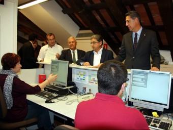 Diputats del PP amb Xavier García Albiol al capdavant, al mostrador del registre del Parlament ACN