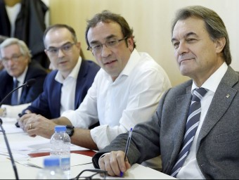 El president Artur Mas i el coordinador general , Josep Rull, ahir en la reunió de l'executiva de CDC a la seu de Corsega EFE