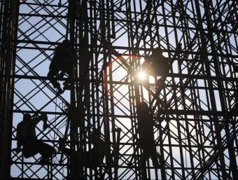 Obrers en una construcció REUTERS