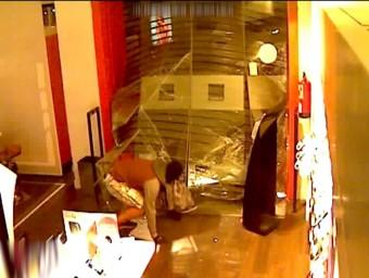 Imatge d'un encastament en una botiga MOSSOS D'ESQUADRA