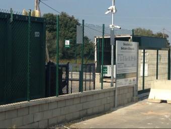 L'entrada de la deixalleria de Bellcaire, amb les càmeres de vigilància J. PUNTÍ