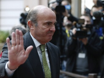 El ministre espanyol d'Economia, Luis de Guindos, arribant aquest dilluns a la reunió de l'Eurogrup EFE