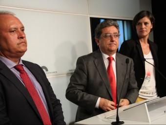 El portaveu del PP al Parlament, Enric Millo (c), a la roda de premsa posterior al discurs d'investidura ACN