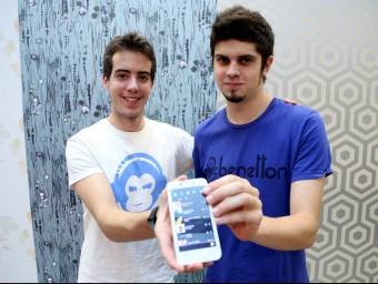 Miquel Tolosa i Marc Illa, dos dels vuit joves amics que formen part del projecte.  JUANMA RAMOS