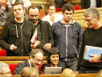 Un grup de diputats de la CUP al debat d'investidura, aquest dijous al Parlament ANDREU PUIG
