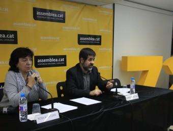 La vicepresidenta de l'ANC, Rosa Alentorn, i el president de l'entitat, Jordi Sànchez, en roda de premsa aquest dilluns ACN
