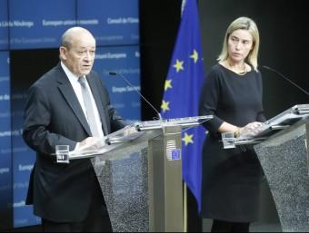 El ministre de Defensa francès, Jean-Yves Le Brian, i l'Alta Representant d'Exteriors de la UE, Federica Mogherini EFE