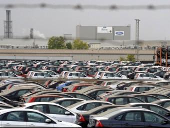 Platja de vehicles acabats de Ford Almussafes. EL PUNT AVUI