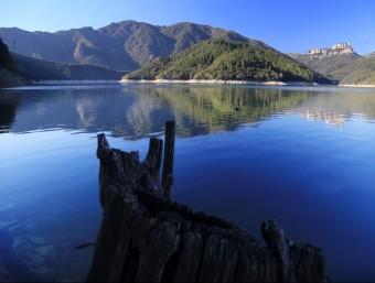 Una imatge d'ahir del pantà de Susqueda, amb el riu Ter MANEL LLADÓ