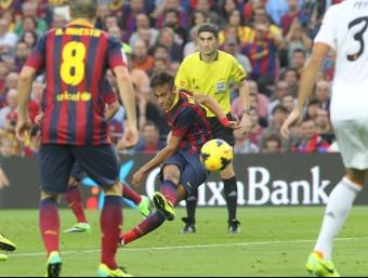 Un partit entre el Barça i el Madrid FERRAN CASALS