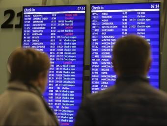 Pantalles d'un aeroport REUTERS