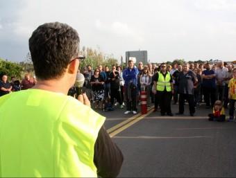 El dirigent veïnal Llorenç Navarro, dirigint-se als manifestants en una concentració l'1 d'octubre passat ACN