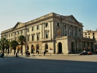 La Llotja de Barcelona quan va ser el Consolat de Mar, va fer funcions de poders compensadors.  ARXIU
