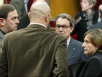 Els presidents de la Generalitat, Artur Mas, i del Parlament, Carme Forcadell, amb els diputats de JxSí Oriol Junqueras i Raül Romeva EFE