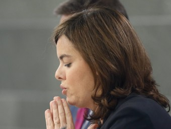Soraya Sáenz de Santamaría, ahir, durant la roda de premsa posterior al consell de ministres ÀNGEL DÍAZ / EFE