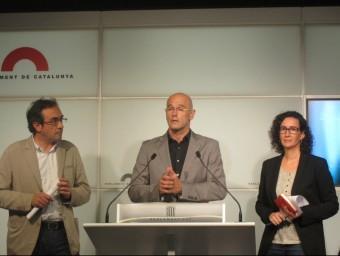 Els diputats de JxSí Josep Rull, Raül Romeva i Marta Rovira, al faristol del Parlament EUROPA PRESS