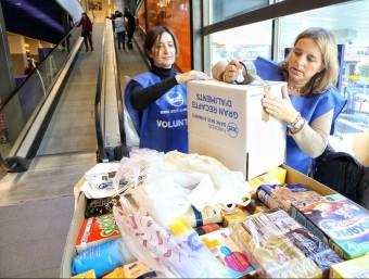 Dues voluntàries ahir en un súper de Terrassa A. PUIG