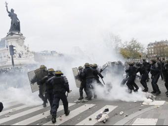 Aldarulls per no poder manifestar-se a París.  REUTER